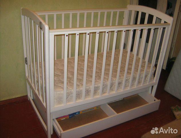При выборе детской кроватки особое внимание необходимо обратить на её конструкцию.
