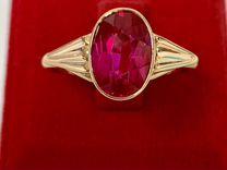Золотое кольцо с корундом 750 проба